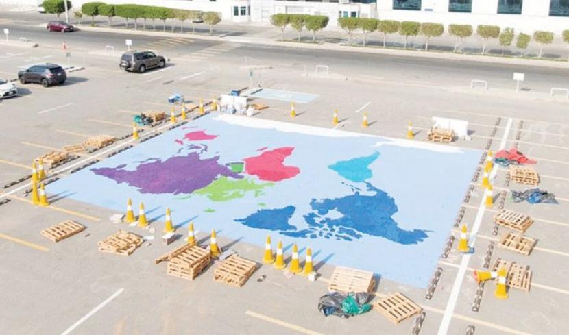 Kepala Sekolah Saudi Cetak Rekor Lewat Mural Terbesar. Kepala Sekolah di Jeddah, Arab Saudi Khulood al-Fadli mencetak Rekor Dunia Guinness dengan menciptakan mosaik terbesar menggunakan 350 ribu tutup botol plastik.