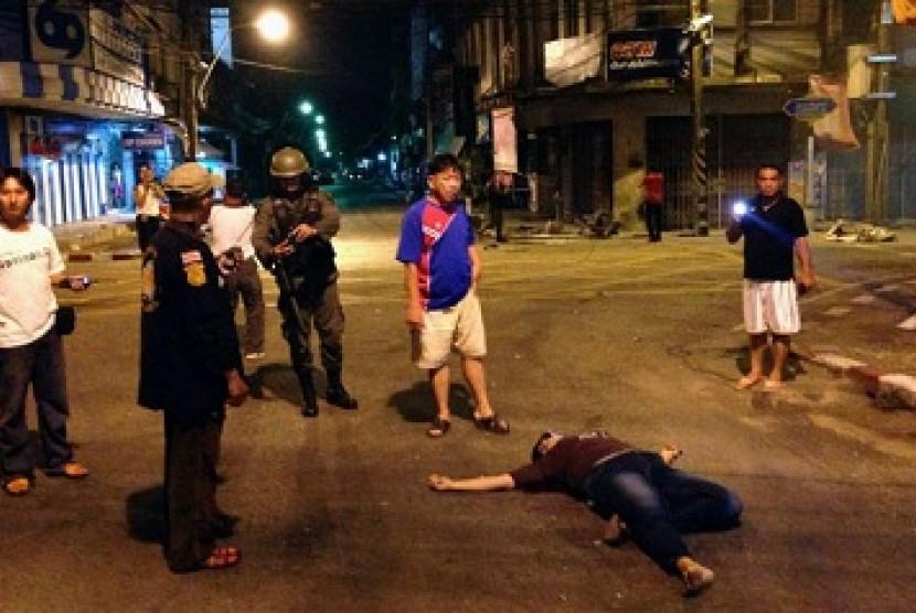 kepanikan pascaledakan bom di kawasan muslim Thailand, Pattani, Kamis (2/4).