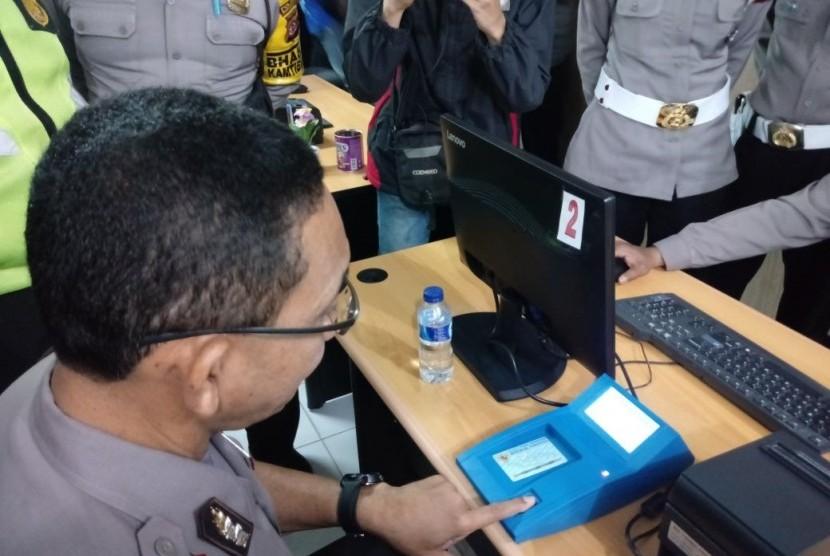 Kepolisian Resor Bogor Kota mulai membuka layanan pembuatan SIM secara online atau daring, Selasa (16/1)
