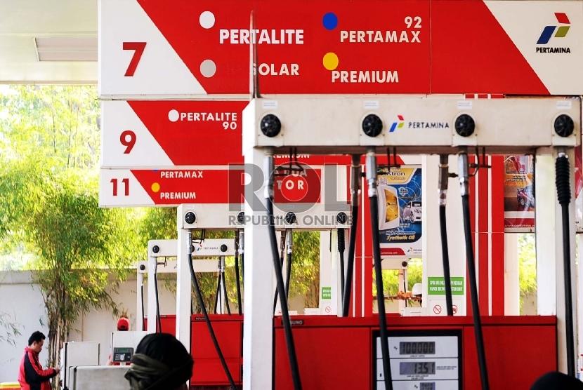 Keran pompa bensin jenis Pertalite sudah terpasang di SPBU.   (Republika/Tahta Aidilla)