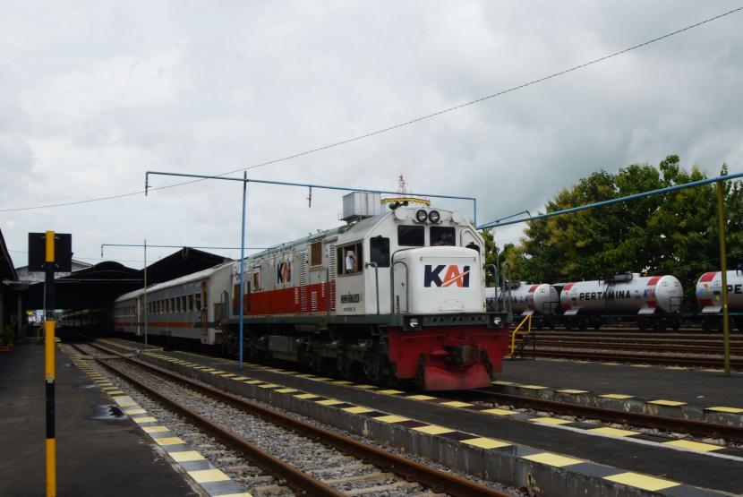 Rangkaian kereta api (KA).