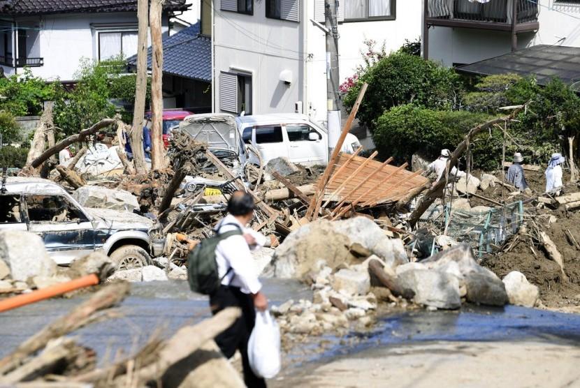 Kerusakan akibat banjir bandang di Hiroshima, Jepang, Selasa (10/7).