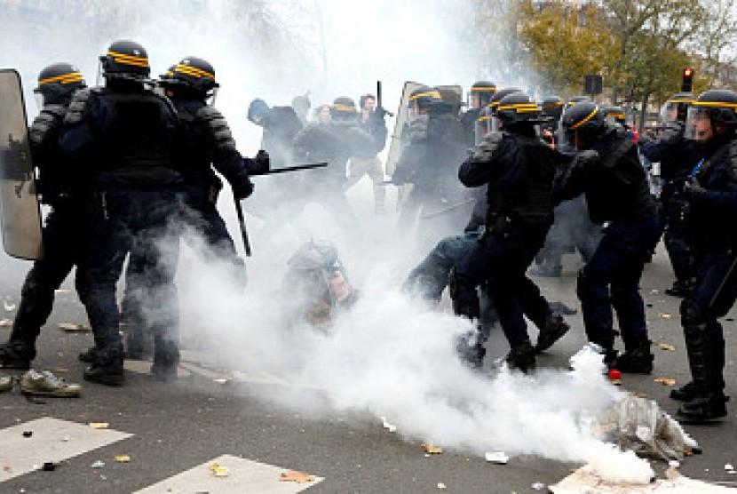 Kerusuhan unjuk rasa Paris