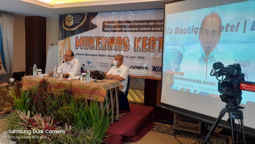 Kesatuan Tour Travel Haji Umrah Republik Indonesia (Kesthuri) melaksanakan Musyawarah  Kerja Nasional (Mukernas) tahun 2021 di Bandung, 9-11 Juni 2021.