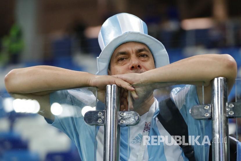 Kesedihan fans Argentina, setelah tim kesayangan mereka dibantai Kroasia 0-3 pada pertandingan grup D Piala Dunia 2018 di Nizhny Novgorod, Jumat (22/6) dini hari WIB.