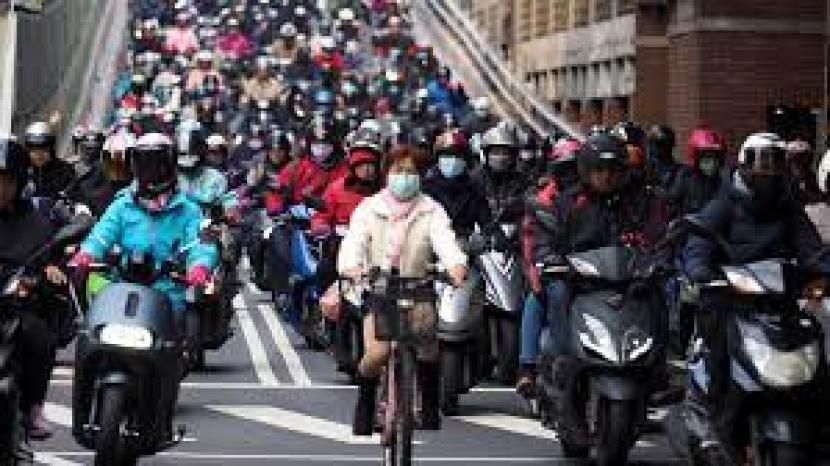 Keseharian masyarakat Taiwan pakai masker dan taat prokes. Taiwan kini menjadi negara terbaik di  dunia dalam menangani  pandemi Covid 19.