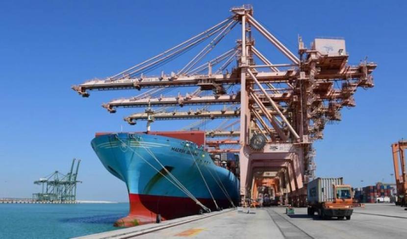 Saudi dan Afrika Selatan Tingkatkan Kerjasama Bilateral. Ilustrasi Kesibukan di pelabuhan peti kemas di Arab Saudi.
