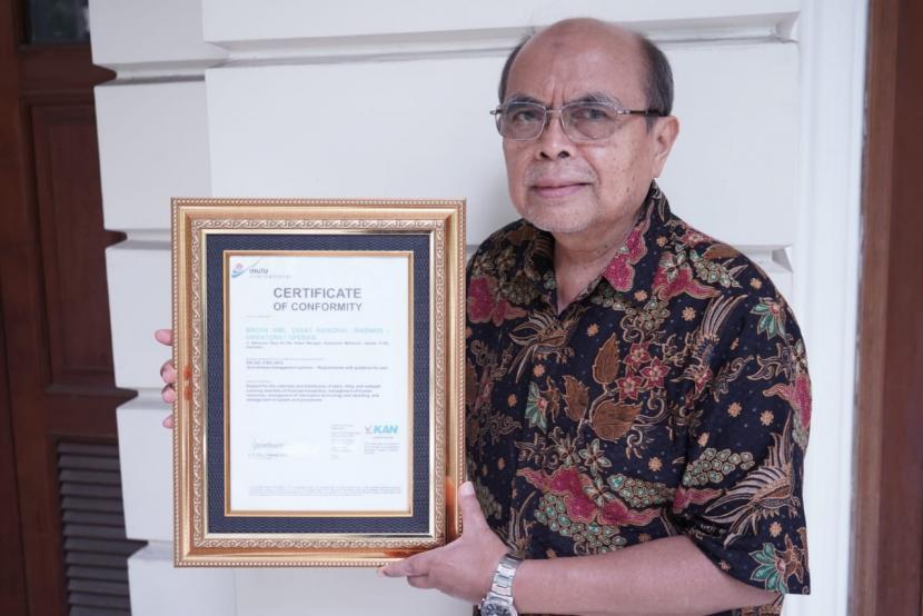 Ketua Baznas, Prof. Dr. Bambang Sudibyo, MBA, CA menyampaikan pencapaian sertifikat Manajemen Anti Penyuapan SNI ISO 37001:2016 ini merupakan bukti nyata komitmen dari seluruh jajaran Baznas, baik Anggota, Direksi dan seluruh amil untuk menghadirkan lembaga zakat negara yang memiliki manajemen antisuap, baik itu korupsi, kolusi, maupun nepotisme.