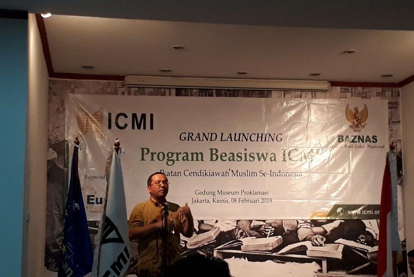 Ketua Bidang Beasiswa ICMI Hanif Saha Ghafur menjelaskan program Beasiswa ICMI Cerdas di Museum Perumusan Naskah Proklamasi, Menteng, Jakarta, pada Jumat (9/2).
