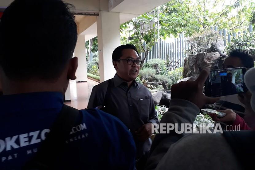 Ketua Bidang Pemenangan Presiden Partai Bulan Bintang (PBB), Sukmoharsono, di Kantor Bawaslu, Thamrin, Jakarta Pusat, Kamis (19/10). PBB merupakan salah satu parpol yang pendaftarannya tidak diterima oleh KPU sebagai calon peserta Pemilu 2019.