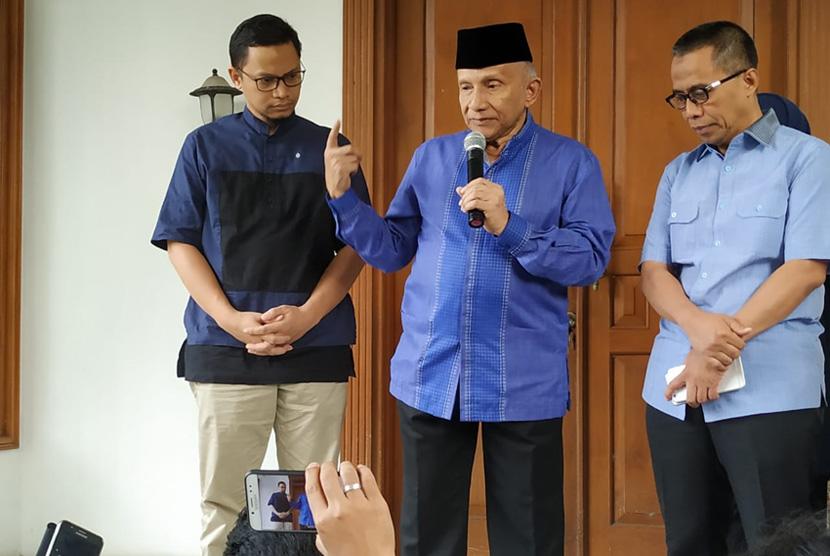 Ketua Dewan Kehormatan Partai Amanat Nasional  (PAN) Amien Rais menggelar konferensi pers merespons pertemuan Prabowo-Jokowi di Jalan Daksa I Nomor 10, Kebayoran Baru, Jakarta, Senin (15/7).