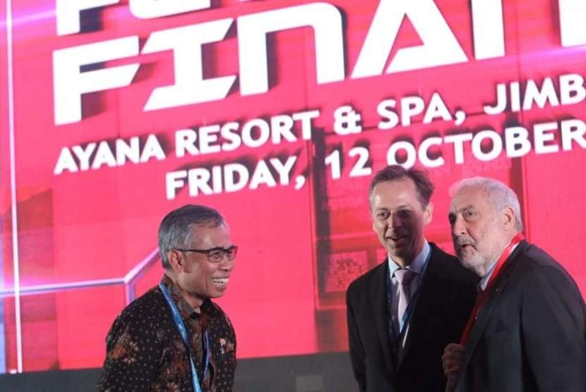 Ketua Dewan Komisioner Otoritas Jasa Keuangan (OJK) Wimboh Santoso dalam diskusi OJK 'Future of Finance' di Jimbaran, Bali, Jumat (12/10).