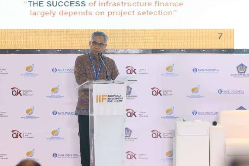 Ketua Dewan Komisioner Wimboh Santoso dalam Seminar A New Paradigm on Infrastructure Financing di Bali, Selasa (9/10).