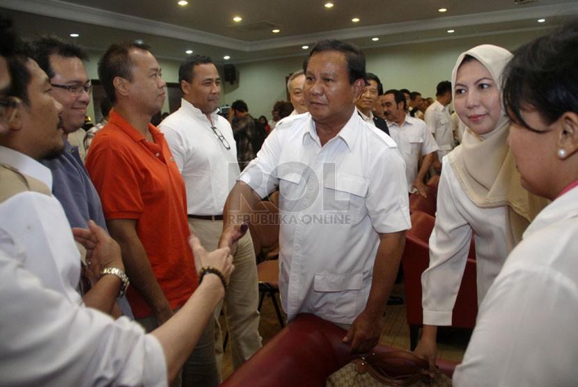 Ketua Dewan Pembina sekaligus Capres Partai Gerindra Prabowo Subianto melakukan pengarahan di kantor DPP Partai Gerindra, Jakarta Selatan, Rabu (9/4). (Republika/Yasin Habibi)