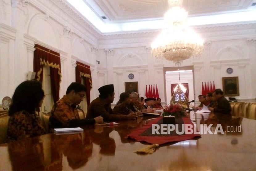 Ketua Dewan Pengarah BPIP serta sejumlah pengurus melakukan pertemuan dengan Presiden Jokowi di Istana Merdeka, Kamis (22/3).