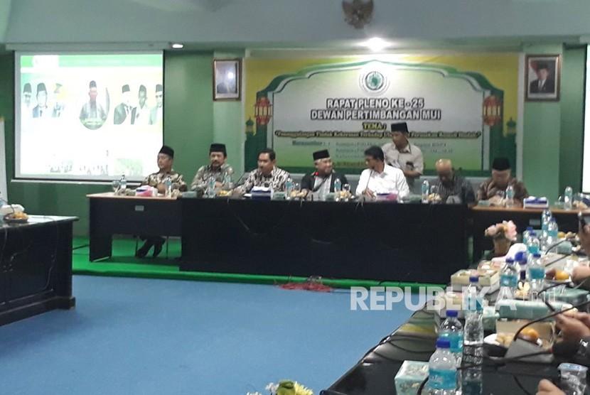 Ketua Dewan Pertimbangan Majelis Ulama Indonesia (MUI), Din Syamsuddin bersama Kabareskrim Mabes Polri, Komjen Ari Doni Sukmanto dan Kepala Badan Nasional Penanggulan Terorisme (BNPT), Komjen Suhardi Alius menggelar pertemuan tertutup di Kantor MUI, Jakarta Pusat, Rabu (21/2).