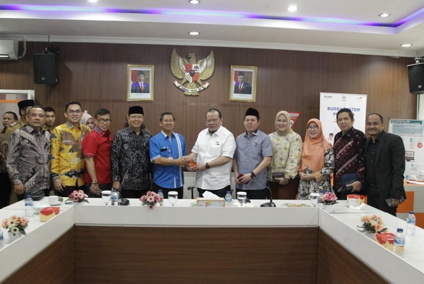 Ketua Dewan Perwakilan Daerah (DPD) RI AA LaNyalla Mahmud Mattalitti saat berada di Provinsi Bengkulu dalam rangkaian kunjungan kerjanya bertemu dengan pengusaha lokal.