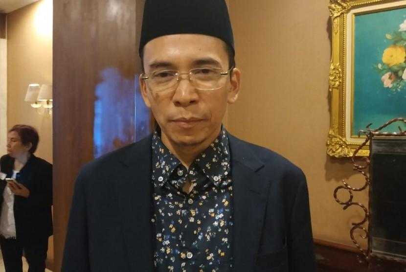 Ketua Dewan Tanfidziyah Pengurus Besar Nahdlatul Wathan (PBNW) Tuan Guru Bajang (TGB) Zainul Majdi usai menghadiri acara halal bihalal relawan Jokowi bersatu di Balai Kartini, Jakarta, Jumat (5/7).