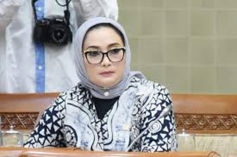 Ketua DPC Partai Demokrat Surabaya sekaligus anggota Komisi IX DPR, Lucy Kurniasari.