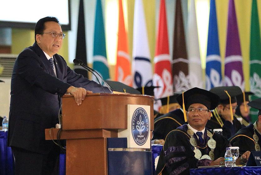 Ketua DPD RI Irman Gusman menyampaikan orasi ilmiah di IPB.