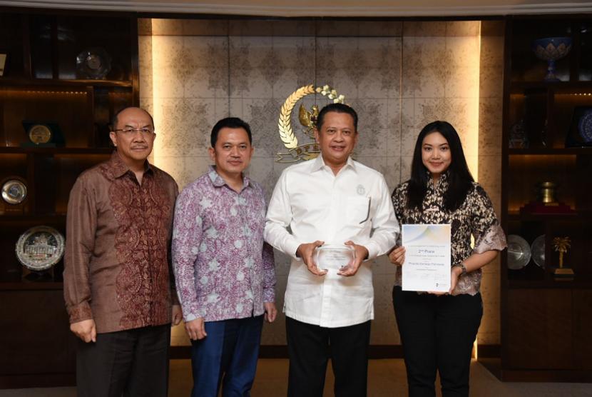 Ketua DPR Bambang Soesatyo bertemu Dokter Gigi Priscilla Daniego Pahlawan yang baru saja memenangkan juara dua di Global Clinical Case Contest 2017/2018 di Singapura.