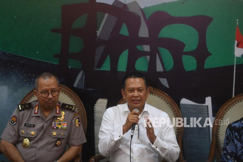 House of representative's (DPR RI) speaker, Bambang Soesatyo (right)