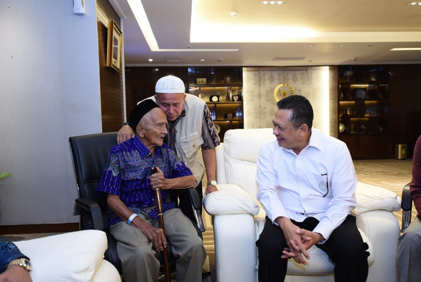 Ketua DPR bertemu dengan Nyak Sandang.