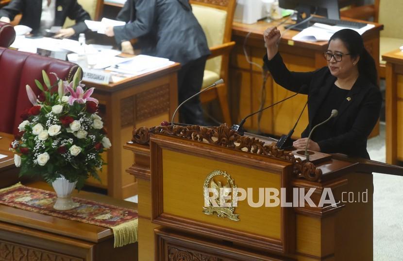 Ketua DPR Puan Maharani berpidato dalam Rapat Paripurna DPR di Kompleks Parlemen, Senayan, Jakarta, Selasa (1/9/2020). Rapat itu berlangsung dalam rangka HUT Ke-75 DPR RI serta penyampaian laporan kinerja tahun sidang 2019-2020.