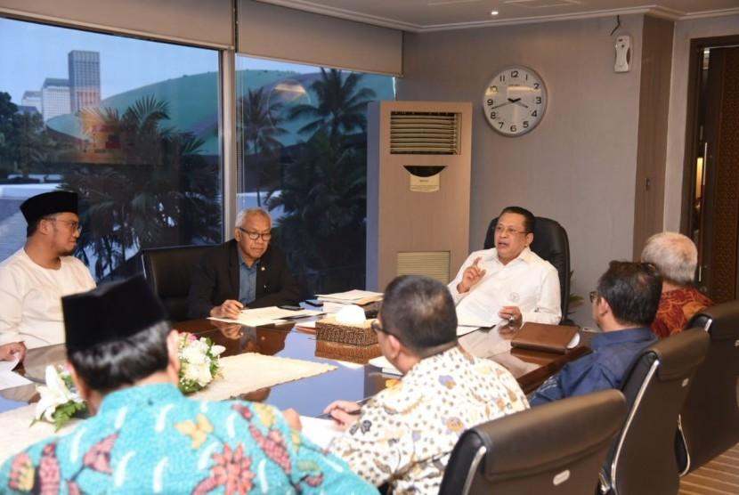 Ketua DPR RI Bambang Soesatyo saat menerima Pengurus Pusat Muhammadiyah yang dipimpin Busyro Muqqodas di ruang kerja Ketua DPR RI, Jakarta, Senin (21/5).