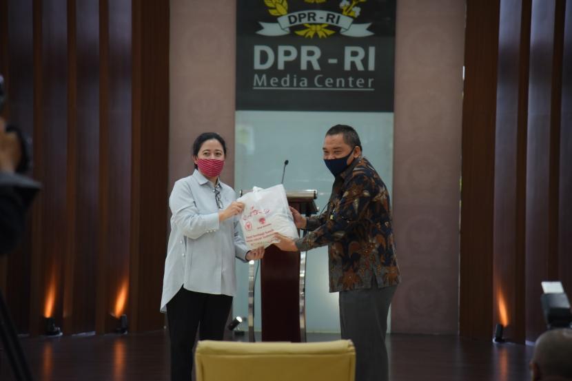 Ketua DPR RI Puan Maharani meminta agar warga masyarakat menunda mudik lebaran tahun ini untuk mencegah penyebaran virus Corona. Puan memahami larangan mudik sangat memberatkan masyarakat dalam  merayakan lebaran.