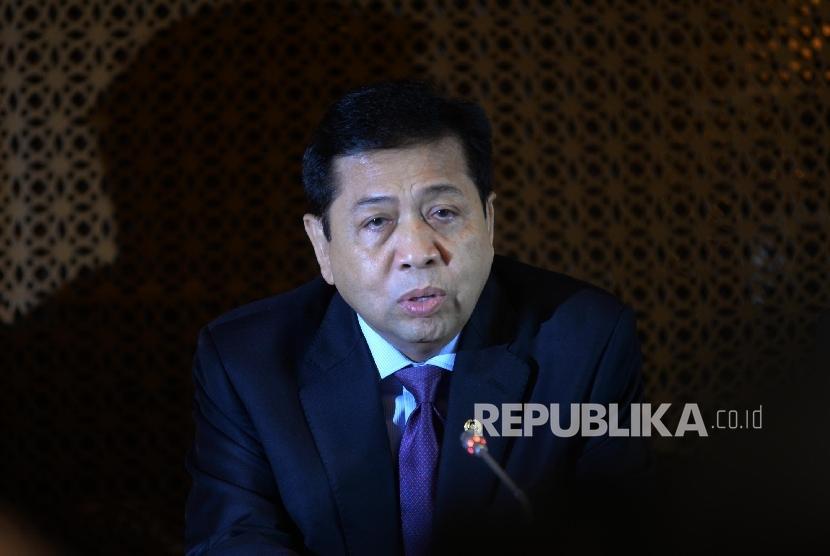 Ketua DPR RI Setya Novanto memberikan keterangan pers terkait penetapan status tersangka Ketua DPR RI Setya Novanto di kompleks Parlemen, Senayan, Jakarta, Selasa (18/7).