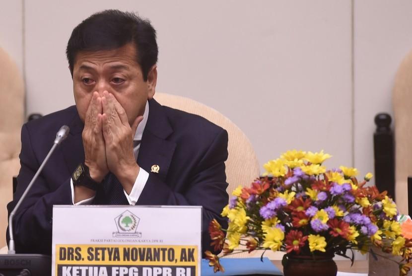 Ketua Fraksi Golkar Setya Novanto saat syukuran ulang  tahun Fraksi Partai Golkar ke-48 di Komplek Parlemen Senayan, Jakarta, Senin (15/2)