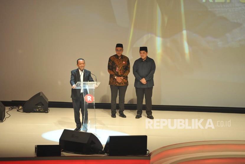 Ketua HIPMI Bahlil Lahadia menerima anugerah Tokoh Perubahan Republika 2018 yang diserahkan oleh Agus Harimurti Yudhoyono di Jakarta, Rabu (24/4) malam.