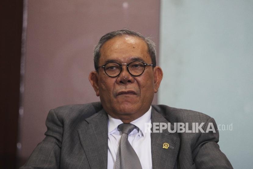 Ketua Komisi II Rambe Kamarul Zaman saat menjadi pembicara dalam diskusi bertema Ancaman Baru Deparpolisasi  di Komplek Perlemen Senayan, Jakarta, Kamis (10/3).