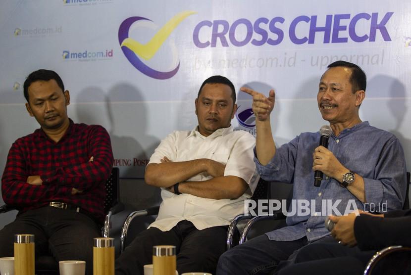 Willy Aditya (tengah)