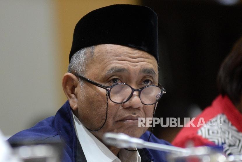 Ketua KPK Agus Rahardjo mengikuti rapat dengar pendapat dengan Komisi III DPR di Kompleks Parlemen Senayan, Jakarta, Selasa (12/9)
