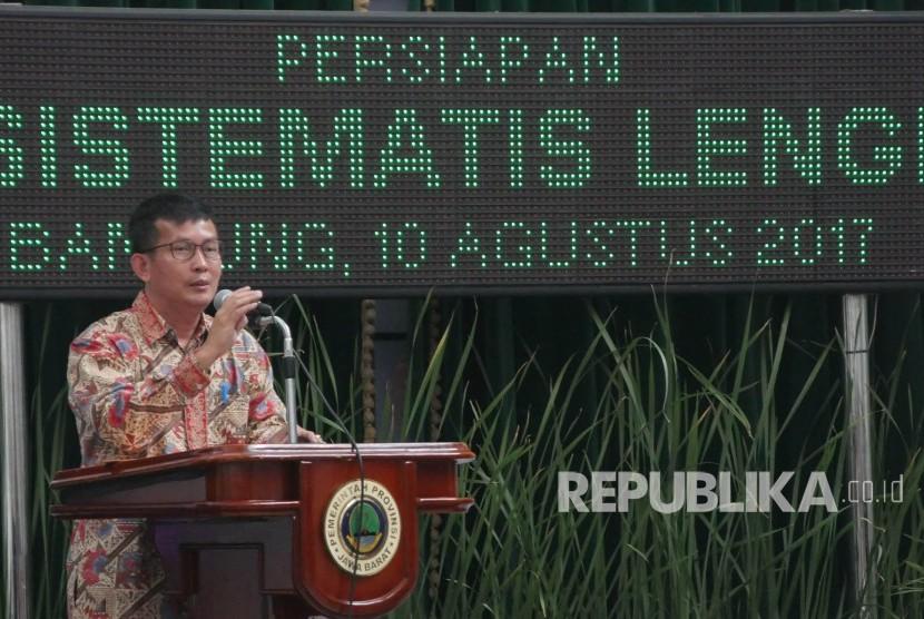 Ketua KPU Jabar yayat Hidayat menyampaikan pemaparannya pada Rapat Koordinasi pelaksanaan Pilkada Serentak Tahun 2018 di Aula Barat Gedung Sate, Kota Bandung, Kamis (10/8).
