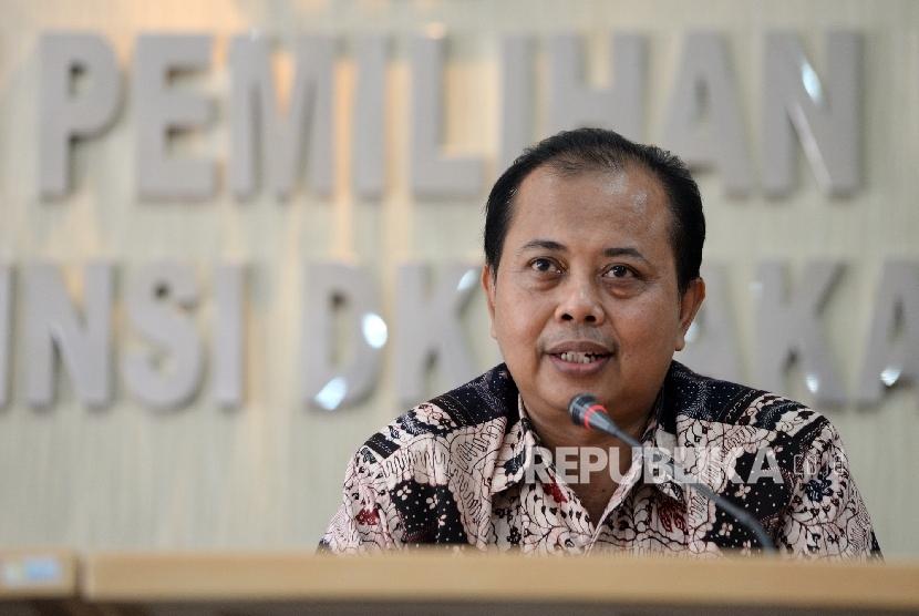 Ketua KPUD DKI Jakarta Sumarno menggelar konferensi pers terkait kesiapan Pilkada DKI Jakarta di KPUD DKI Jakarta, Selasa (18/4).