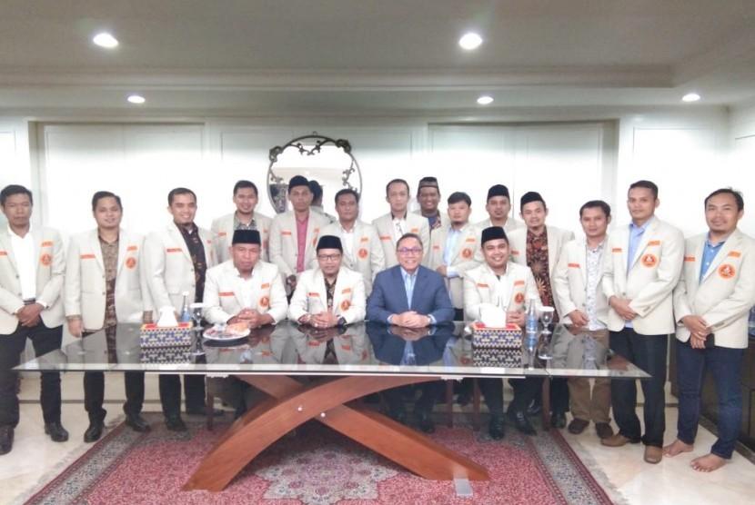 Ketua Majelis Permusyawaratan Rakyat (MPR) Zulkifli Hasan menerima kunjungan Silaturahim Kebangsaan Ketua Umum Pimpinan Pusat (PP) Pemuda Muhammadiyah, Sunanto dan jajaran pengurusnya, Selasa (15/1).