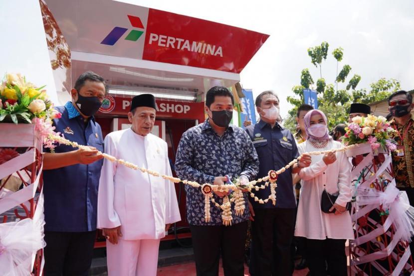 Ketua Masyarakat Ekonomi Syariah (MES) yang juga Menteri BUMN, Erick Thohir pada Ahad (11/4), meresmikan Pertashop untuk Pondok Pesantren di Desa Surusunda, Kecamatan Karangpucung, Kabupaten Cilacap.