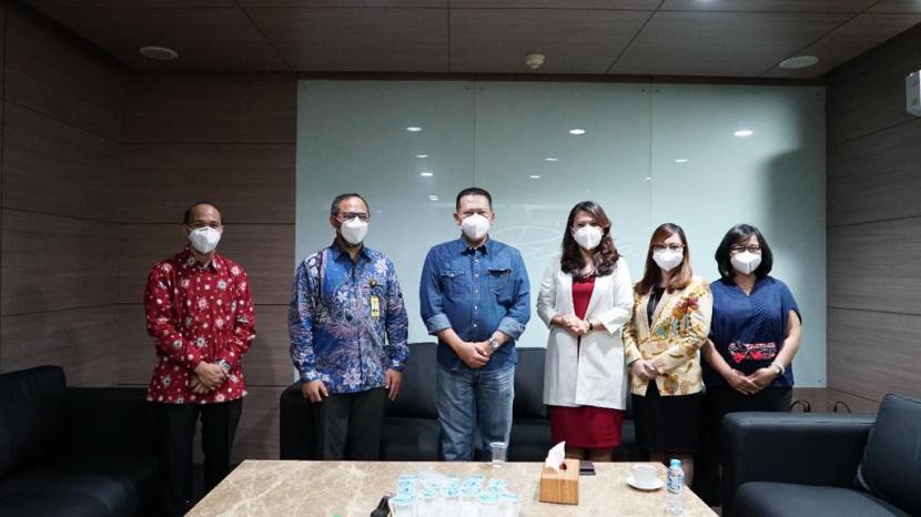 Ketua MPR Bambang Soesatyo berkunjung ke Laboratorium Pusat Prodia, di Jakarta, Sabtu (19/9/20).