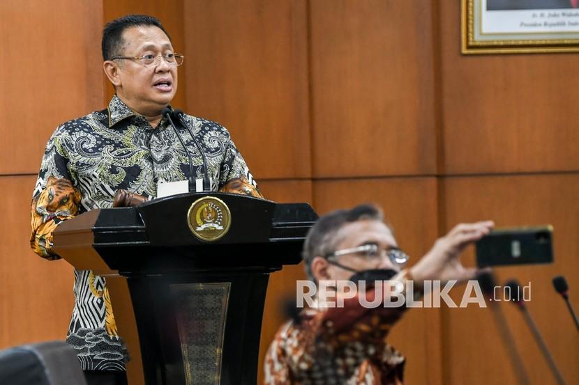Ketua MPR Bambang Soesatyo menyampaikan sambutan saat diskusi di Kompleks Parlemen, Senayan, Jakarta, Rabu (8/9/2021). MPR menggelar diskusi dengan tema Booming dan Krisis Industri Asuransi dalam Perspektif UUD 1945 dan Pancasila.