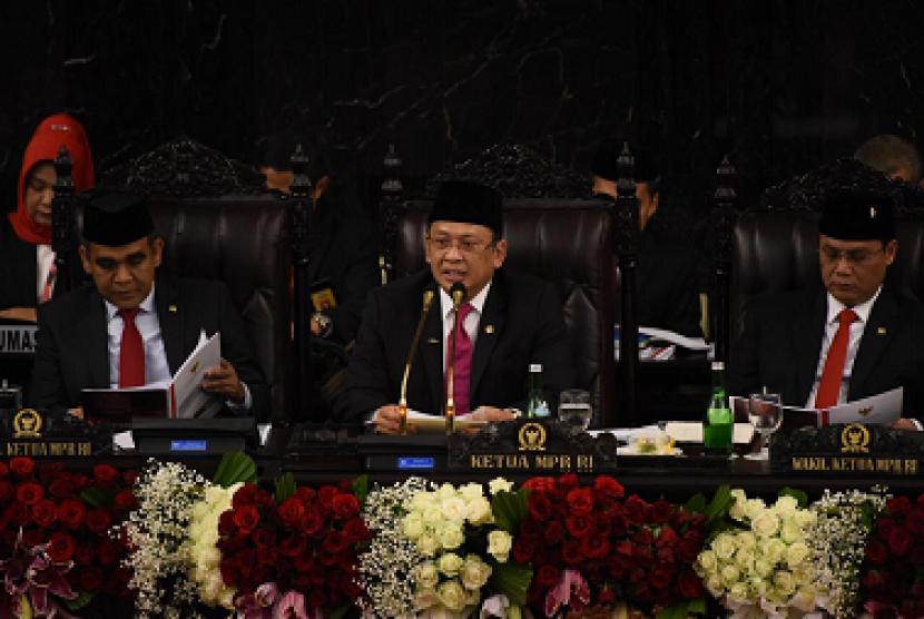 Ketua MPR Bambang Soesatyo saat pelantikan Presiden dan Wakil Presiden Indonesia periode 2019-2024, di Gedung MPR Jakarta, Ahad (20/10).