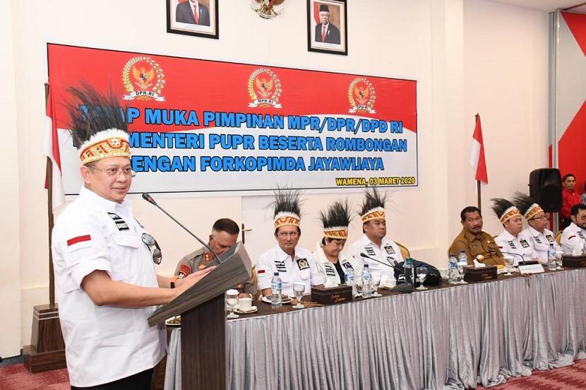 Ketua MPR, DPR dan DPD melakukan kunjungan bersejarah ke Papua.
