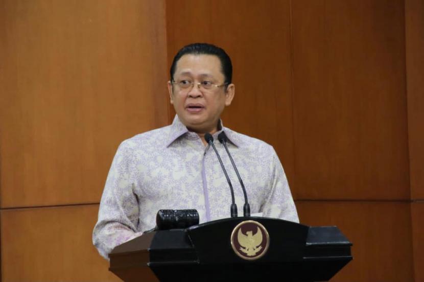 ketua MPR RI Bambang Soesatyo mendukung aturan yang dikeluarkan Bawaslu dalam menegakkan protokol kesehatan (prokes) pada pelaksanaan Pilkada 2020, khususnya pada saat pemungutan suara dan diharapkan dengan adanya aturan tersebut, pelaksanaan Pilkada 2020 pada 9 Desember mendatang dapat berjalan sesuai asas Pemilu serta pelanggaran terhadap prokes dapat diminimalisir.