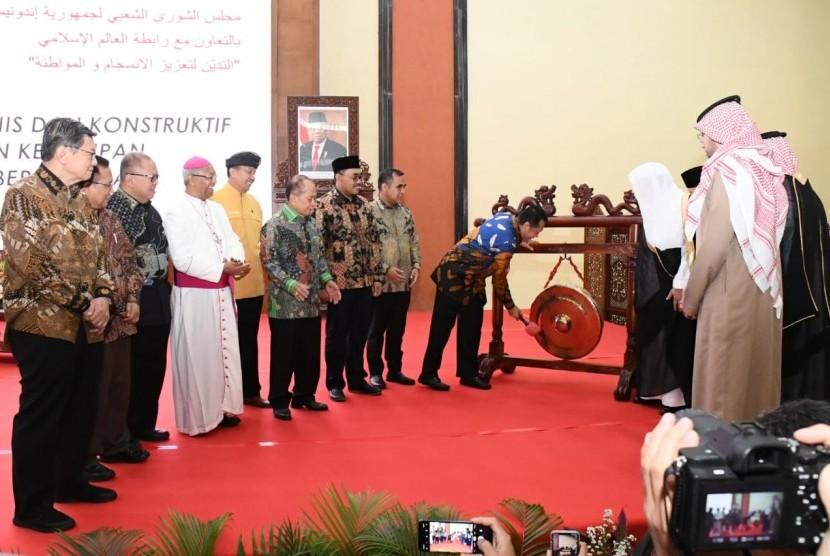 Ketua MPR RI Bambang Soesatyo menegaskan Indonesia bukanlah negara sekuler yang memisahkan agama dengan negara. Juga bukan negara agama atau negara teokratis, yang berdasar pada agama tertentu.