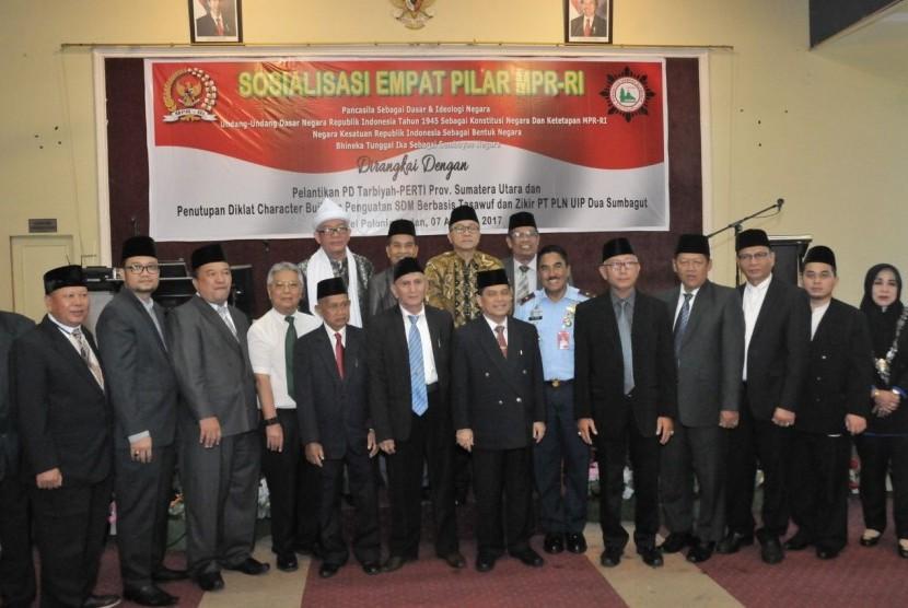 Ketua MPR RI saat bersilaturahmi dengan Pengurus Daerah Persatuan Tarbiyah Islamiah (Tarbiyah Perti) Sumatera Utara di Hotel Polonia Medan, Senin (7/8).