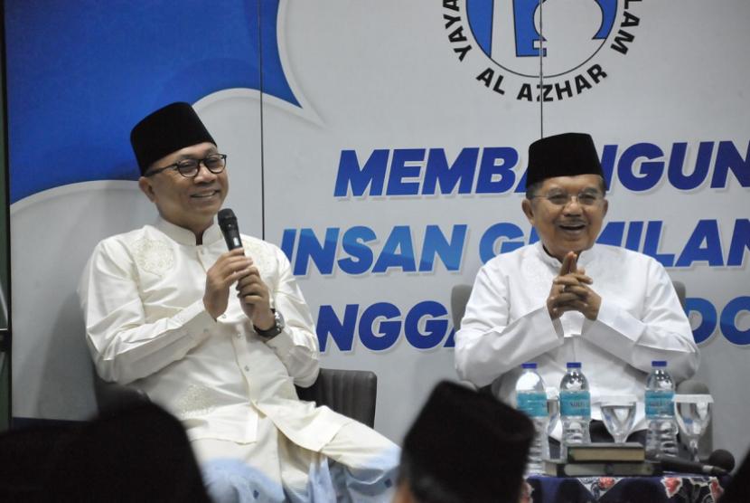 Ketua MPR RI Zulkifli Hasan bersama Wakil Presiden Jusuf Kalla menghadiri subuh berjamaah dalam rangka Milad Yayasan Pesantren Islam Al Azhar ke-66.