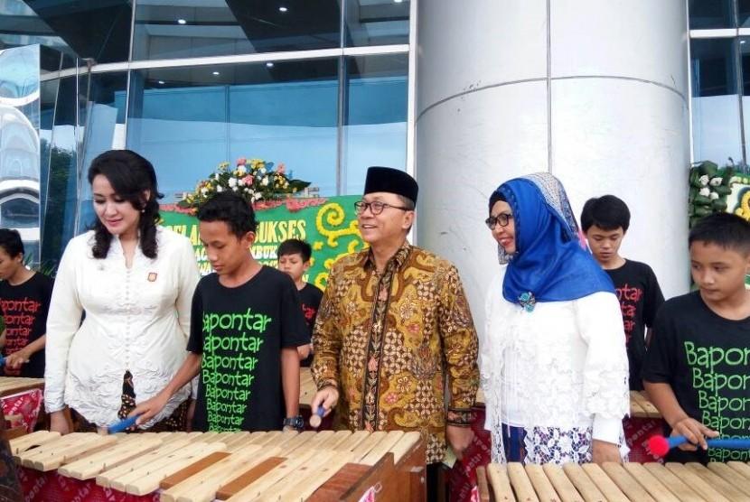 Ketua MPR RI, Zulkifli Hasan, menghadiri acara Kowani Fair 2017 di Gedung Smesco, Pancoran, Jakarta Selatan, Sabtu (3/6).