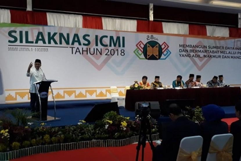 Ketua MPR RI Zulkifli Hasan menjadi pembicara di ajang Silaknas ICMI di Bandar Lampung, Jumat (7/12)